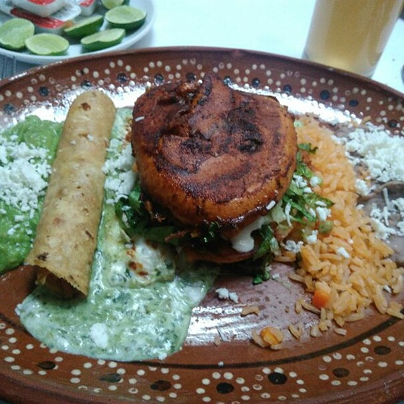 Cuatro cositas – chicken taco, Tacuba enchilada, guacamole, rice and refried beans (frijoles)