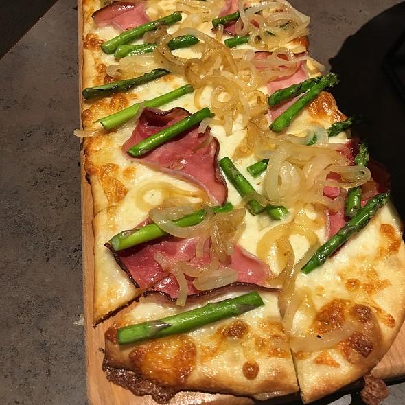 Farmhouse Flatbread Pizza
