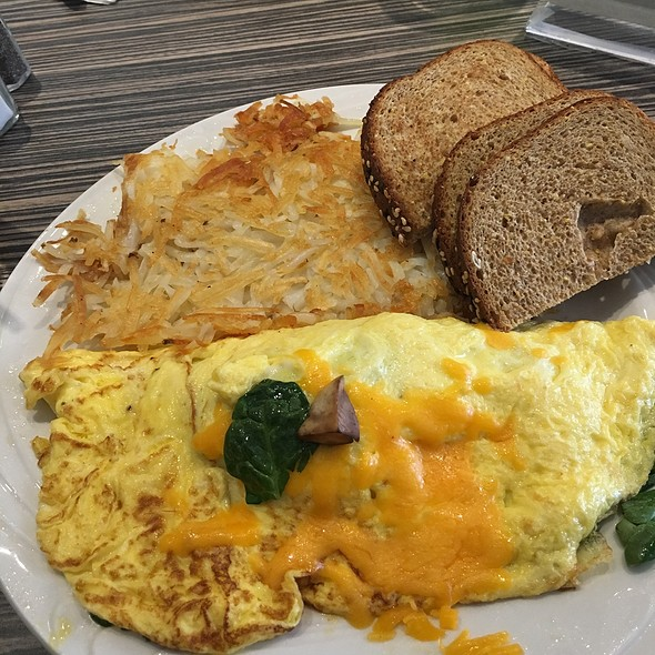 Spinach & Mushroom Omelette With Hash Browns @ Bixby Brooklyn Deli