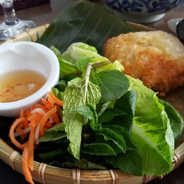 Shrimp, Chicken And Pork Vietnamese Eggroll