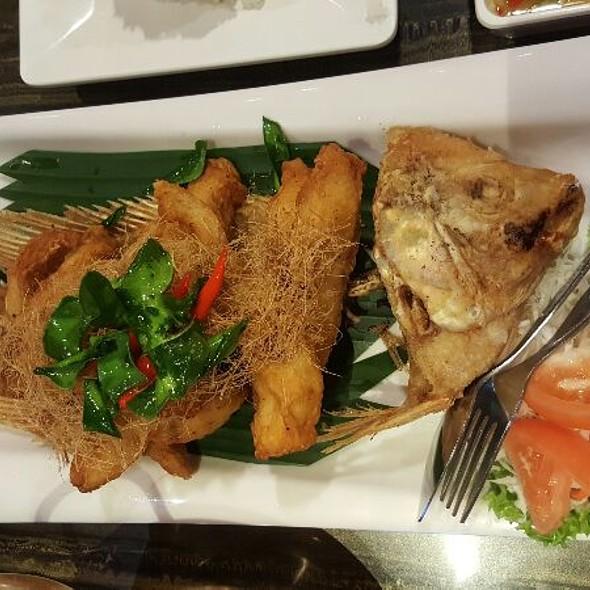 Fried Tilapia with Lemongrass Chilli Sauce