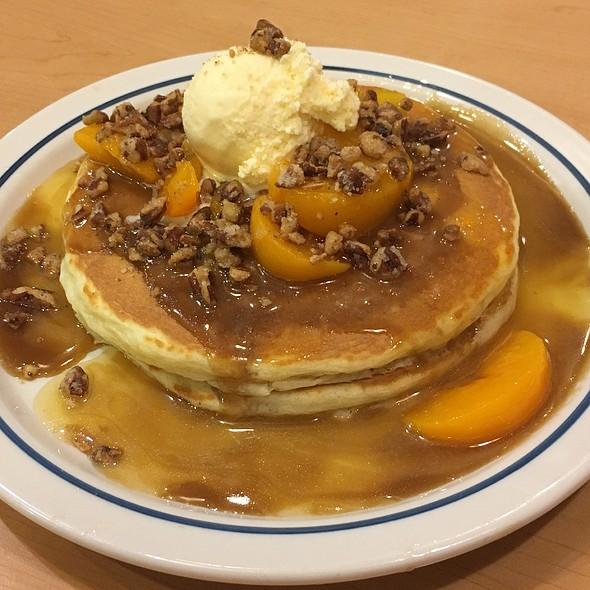 Sweet Peach Praline Pancakes