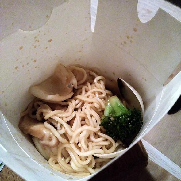 Chow-mein rice noodles @ Taxi a Manhattan