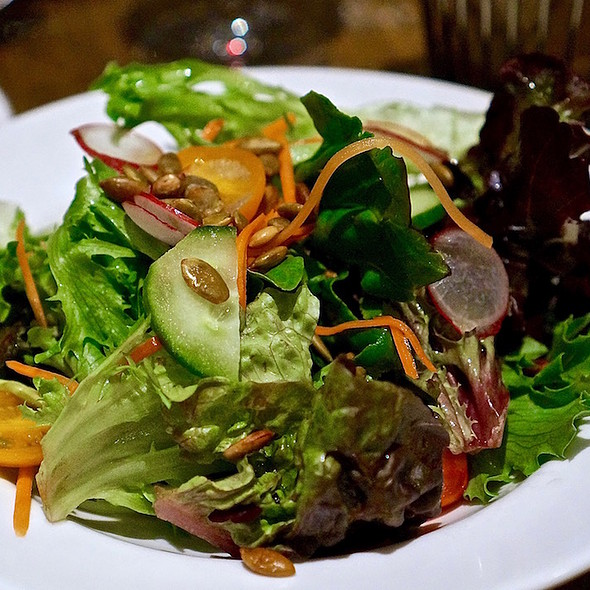 Mixed leaf garden salad, cucumber, radish, tomato, carrot, lemon vinaigrette