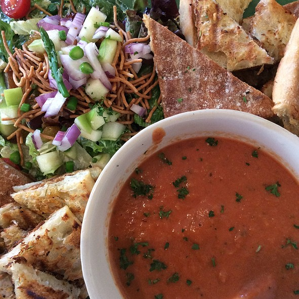 Tomato Thai Soup And Kitchen Sink Salad @ The Starland Cafe