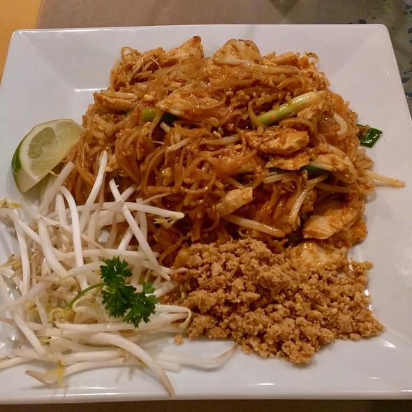 Chicken Pad Thai @ Talay Thai Restaurant