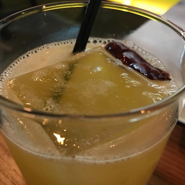 Gin Cocktail @ District Mot