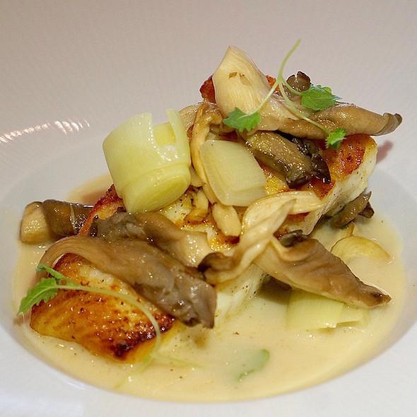 Seared halibut, oyster mushroom, leeks, sweet garlic lemon broth