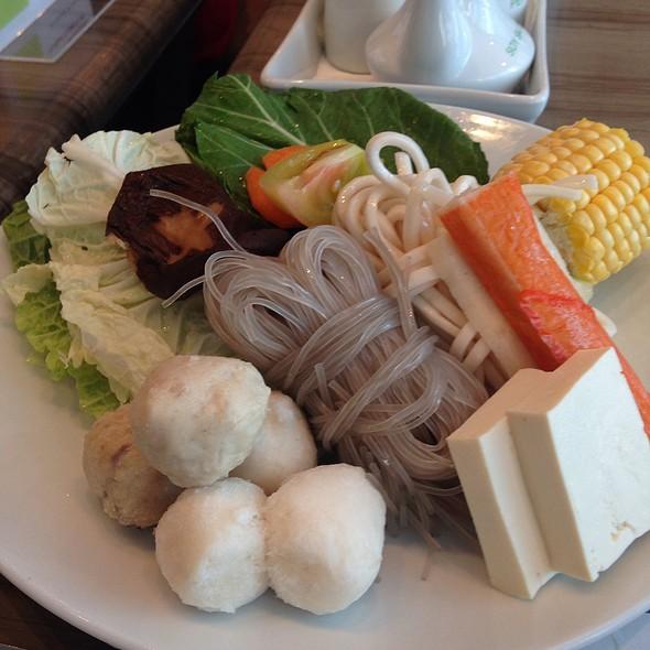 Vegetables, Noodles, Yam, Tofu, Fish Cake, Corn @ Healthy Shabu Shabu