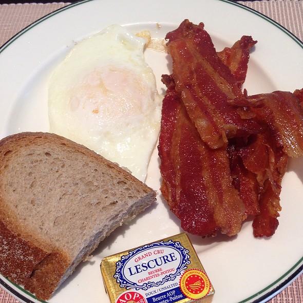 Breakfast Buffet @ The Club At The Manila Peninsula