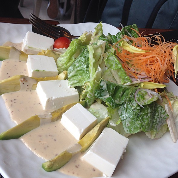 Salad @ Yakumi - Solaire Hotel & Casino