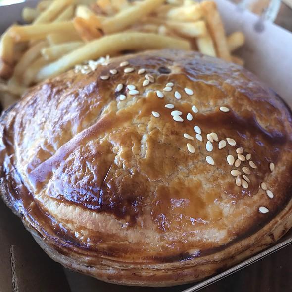 Cheeseburger Pie @ The Goat Pie Guy