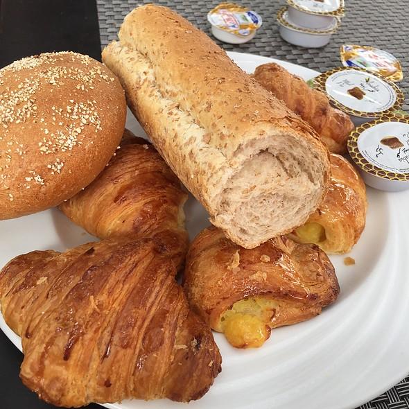 Pain Et Croissants