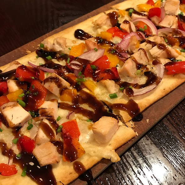 Chicken & Roasted Red Pepper Flatbread