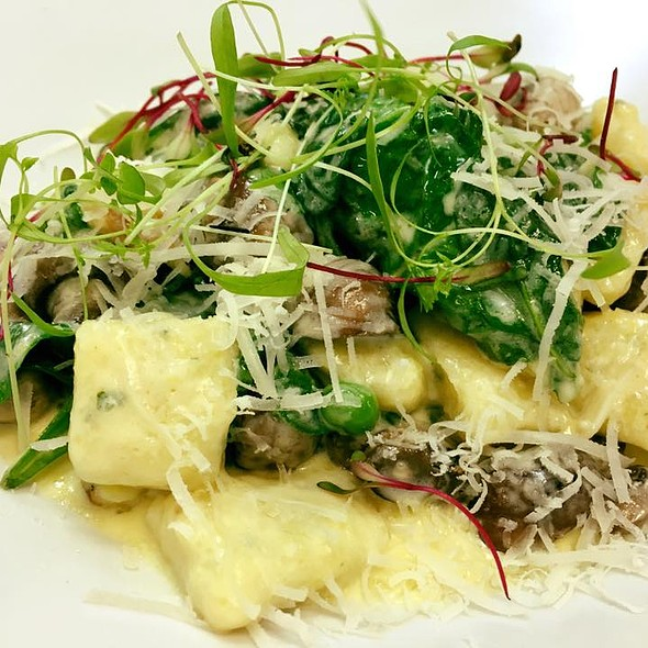 Roasted Gnocchi with Mushrooms, peas, spinach and Truffle Oil