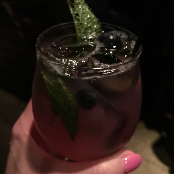 Blueberry Lemonade Cocktail