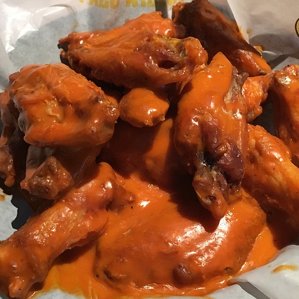 Perfect for game days, parties, and post-game feasts. Mix 'n match to get your celebration on at Buffalo Wild Wings®.