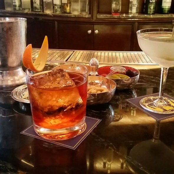 Cocktails @ Lobster Bar and Grill at Island Shangri-La, Hong Kong