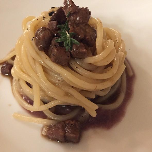 Spaghetti Della Val D'orcia, Anatra Al Pepe Nero, Cipolla Di Tropea