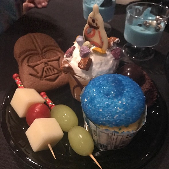 Star Wars-A Galactic Spectacular Dessert Party