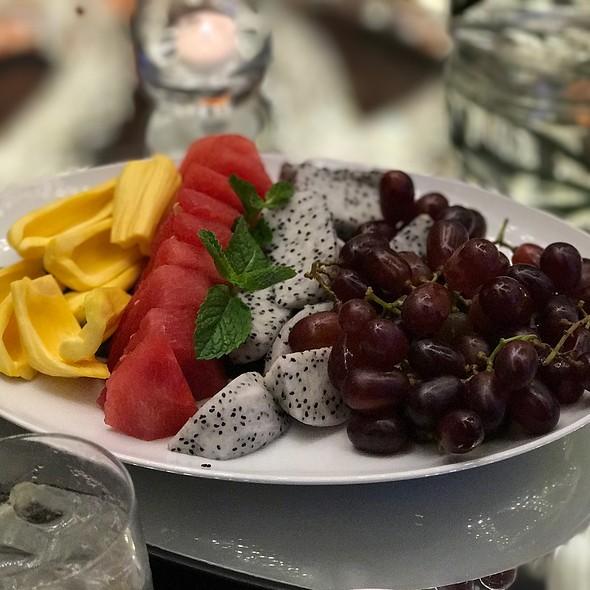 Assorted Fruits Platter