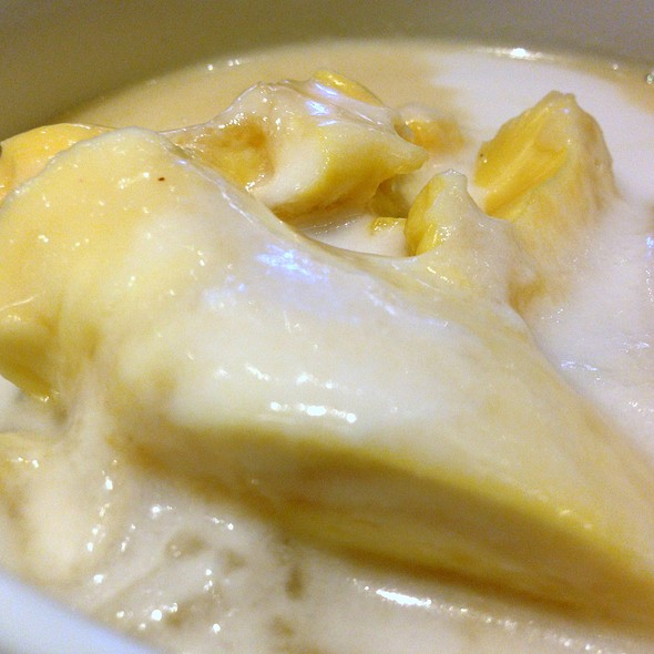 ข้าวเหนียวทุเรียน | Sweet Sticky Rice With Durian In Coconut Milk @ Eathai @ Central Embassy