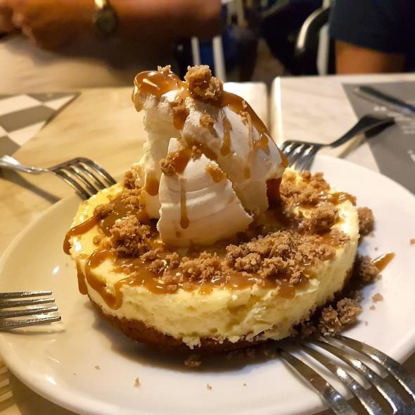 Cheesecake @ LoLa Cafe+Bar