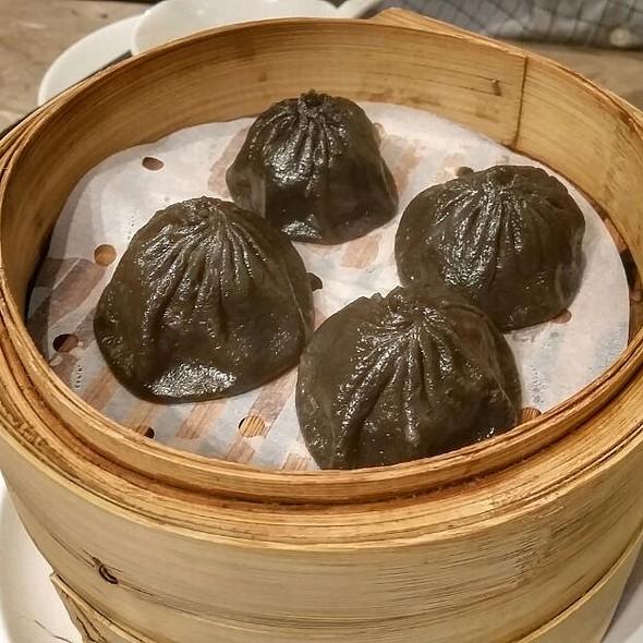 Black Truffle And Pork Xiao Long Bao @ Crystal Jade La Mian Xiao Long Bao