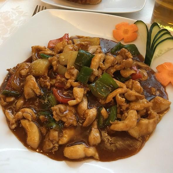 Gung Bao Chicken @ Restaurante Simbo