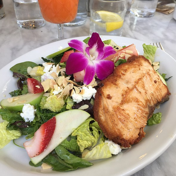 Salad With Salmon @ Bumble