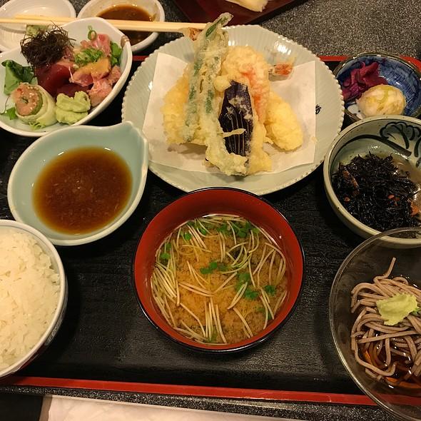 Sashimi and Tempura Teishoku @ Yohei Sushi Restaurant