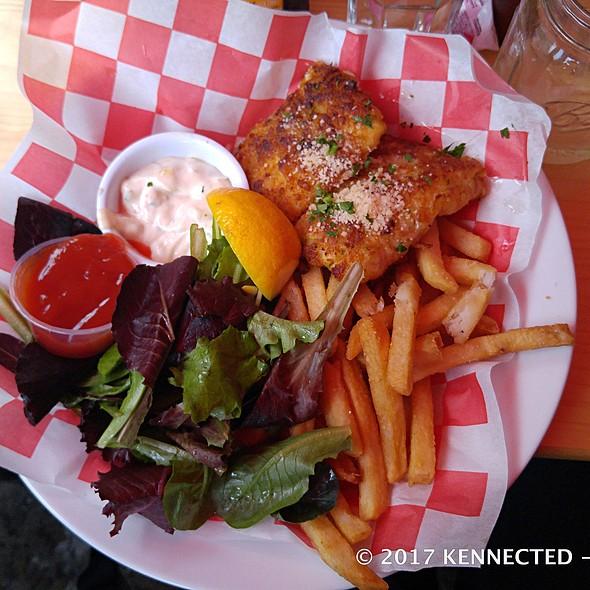 Fish (cod) & Chips @ Harlem Tavern