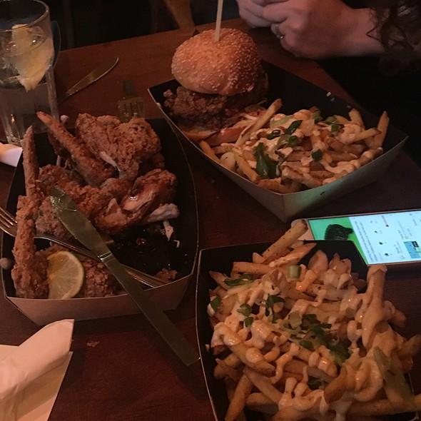 Buttermilk Fried Chicken Ina Brioche Bun, With Jerk Fries