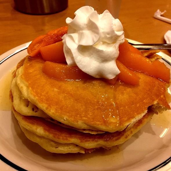 Tutti Fruity Pancakes @ IHOP