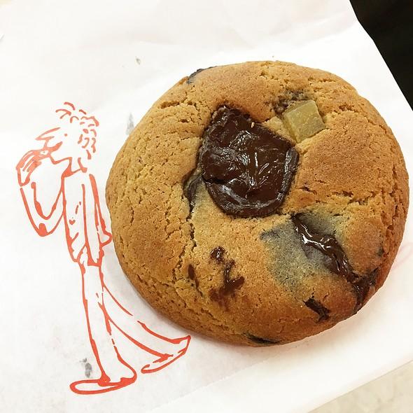 Ginger & Dark Chocolate Cookie @ Ben's Cookies