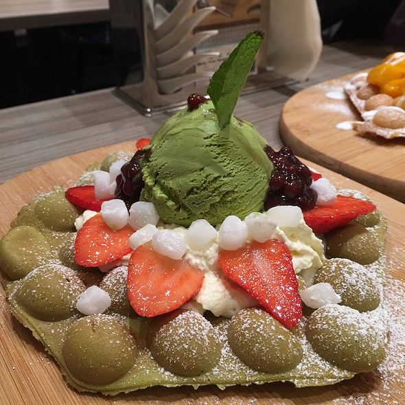 Green Tea And Red Bean Eggette