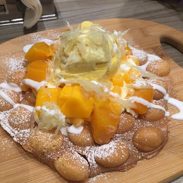 Mango Pamelo Eggette @ Hong Kong Day Dessert