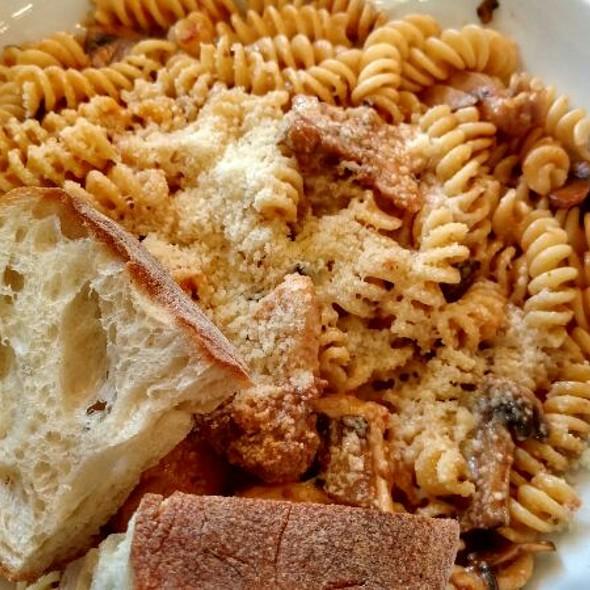 Gemelli (Chicken, Sun-Dried Tomatoes, Mushroom In Cream Sauce Pasta)