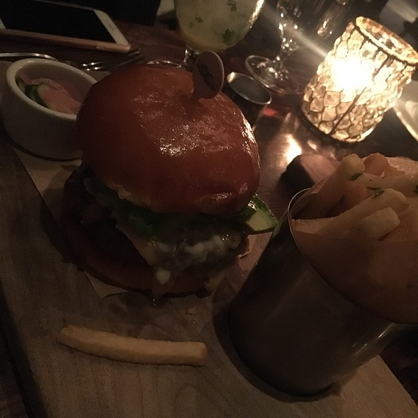 "Wayfare Burger ""Le Grande"" @ Wayfare Tavern"