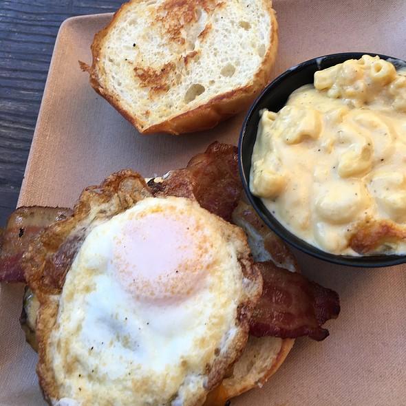 Topsy Turvy Burger With Mac & Cheese @ Sauced BBQ & Spirits