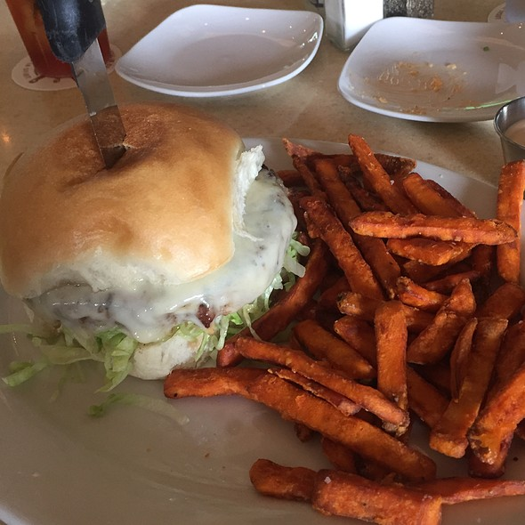 Cheeseburger and Sweet Potato Fries