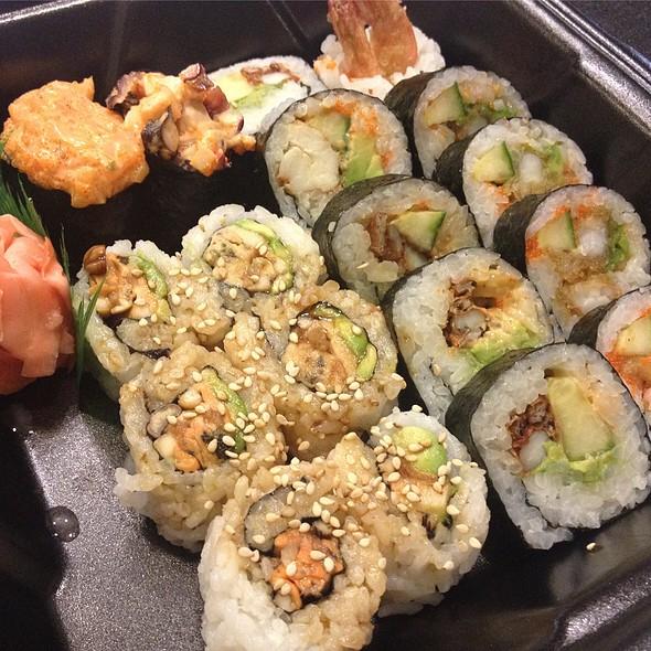 Sushi @ Oishii Restaurant