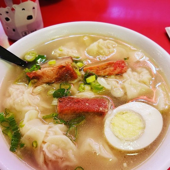 Wonton Chicken Noodle Soup @ China Cafe