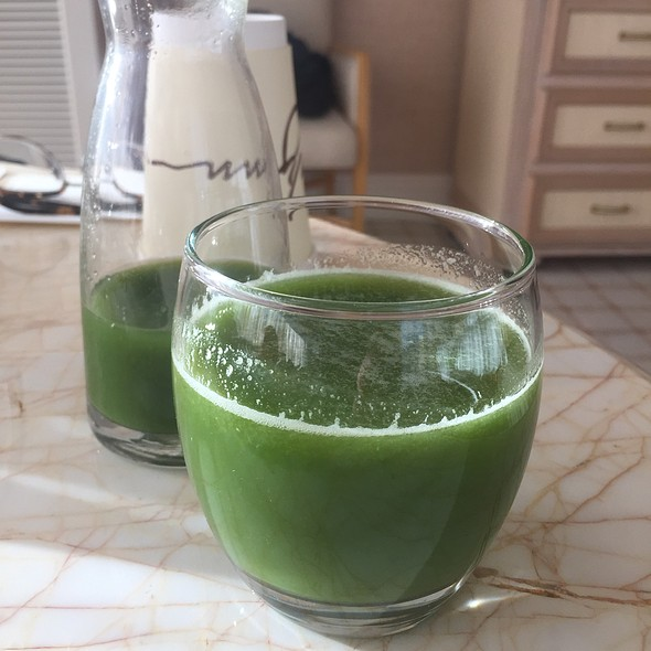 Immunity Booster With Broccoli, Cucumber, Green Apple, Spinach, Parsley, And Fennel