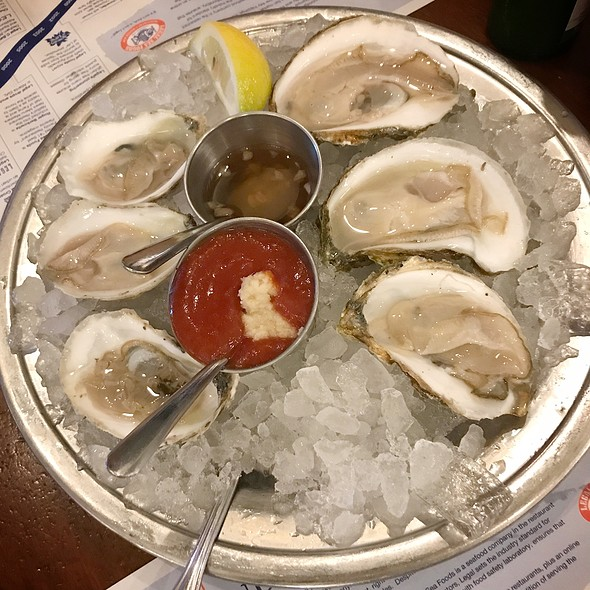 Fresh Raw Oysters on the half shell