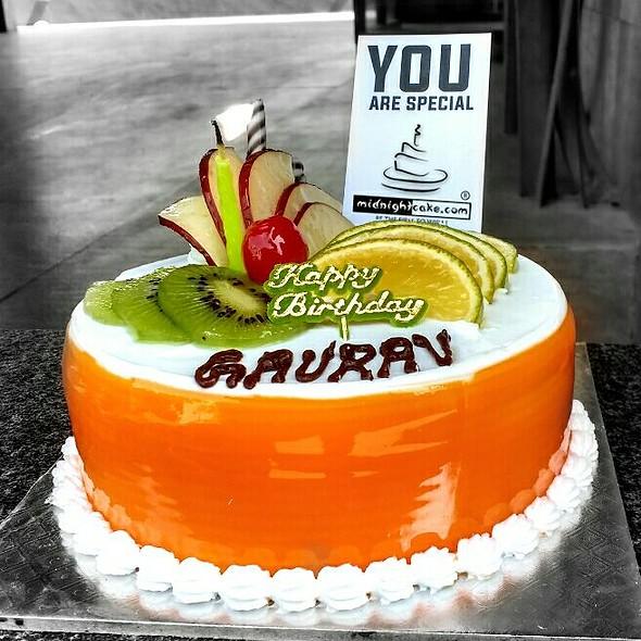 500grams Fresh Fruit cake
