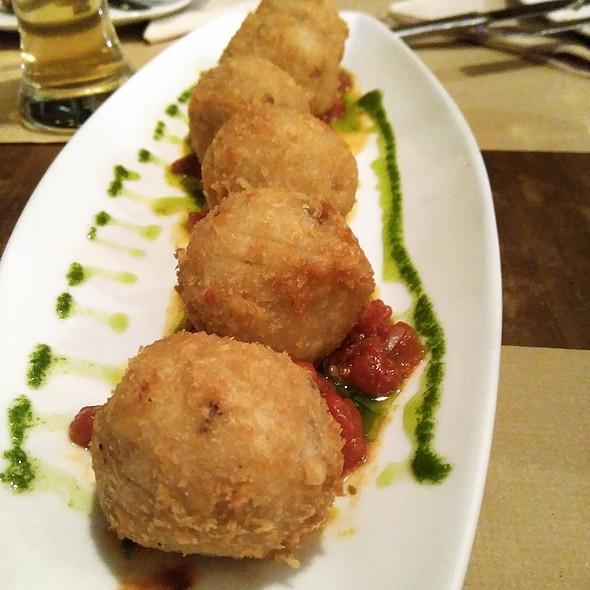 Mozzarella and mushrooms arancinis @ Lupertz