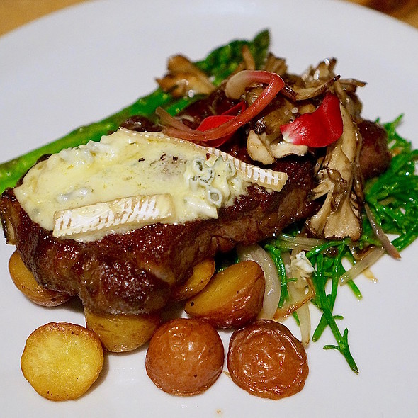 Sirloin steak, blue cheese, asparagus, potatoes, wild mushrooms, spring onions, sea beans