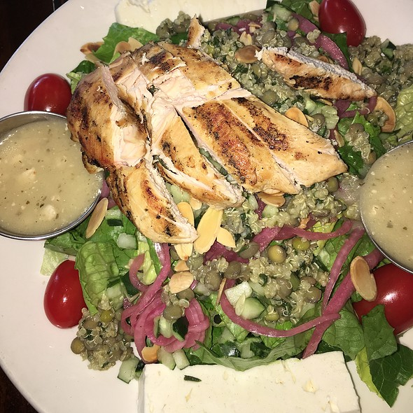 Mediterranean Quinoa Salad With Grilled Chicken
