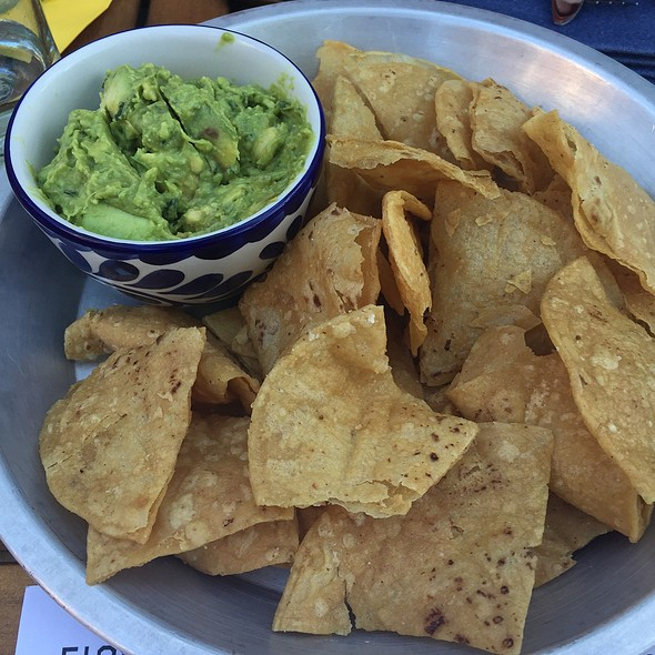 Guacamole and Chips @ Casa Figueroa